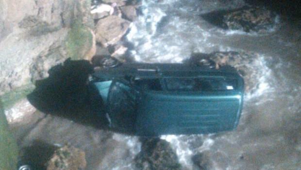 Mar del Plata: Una camioneta cayó al mar en la Ruta 11: un muerto y una herida