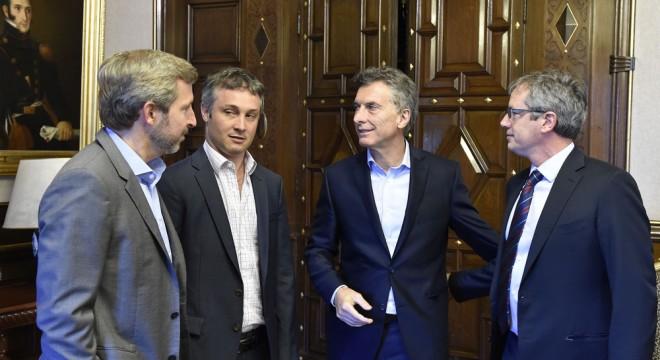 El Gobierno analiza licitar los partidos de fútbol a canales privados