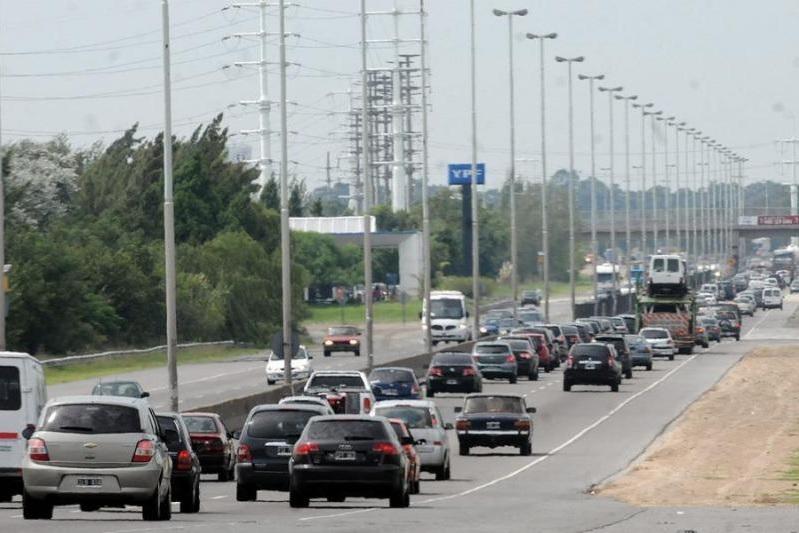 Unos 2200 vehículos circulan por hora hacia la Costa Atlántica