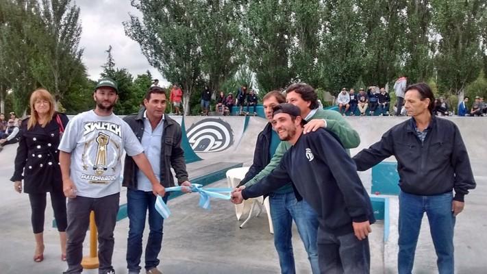 Otamendi: Se inauguró la pista de Skate Park