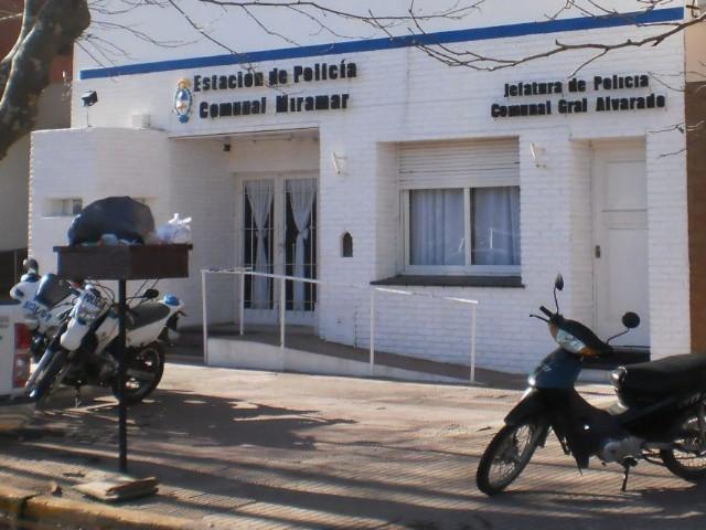 Miramar: Denuncian a policías por golpear y torturar a militante gay de 17 años en el vivero municipal