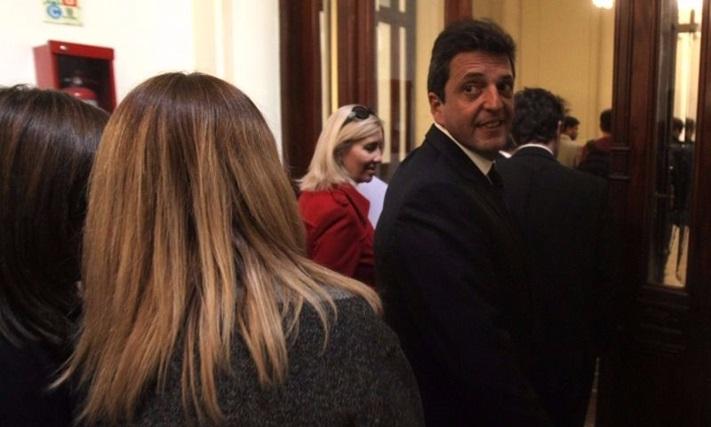 Massa marca el ritmo de la ley anti despidos, que llega al recinto el miércoles