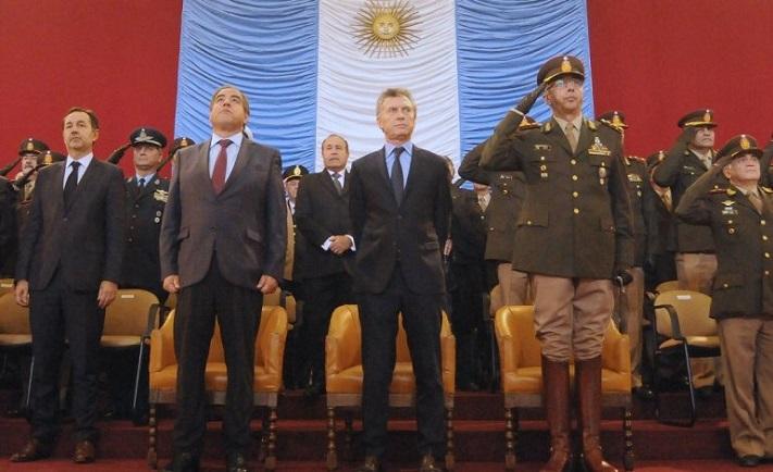 Macri derogó un decreto de Alfonsín para recortar el control civil sobre las Fuerzas Armadas