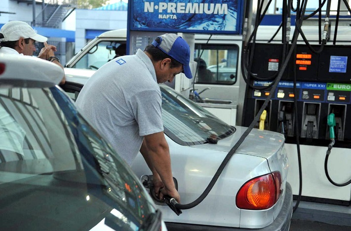 Tarifas: la nafta aumentó dos veces en una semana