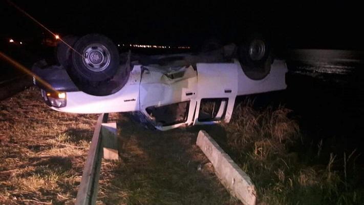 Volcó una camioneta en la ruta 11: el conductor resultó ileso