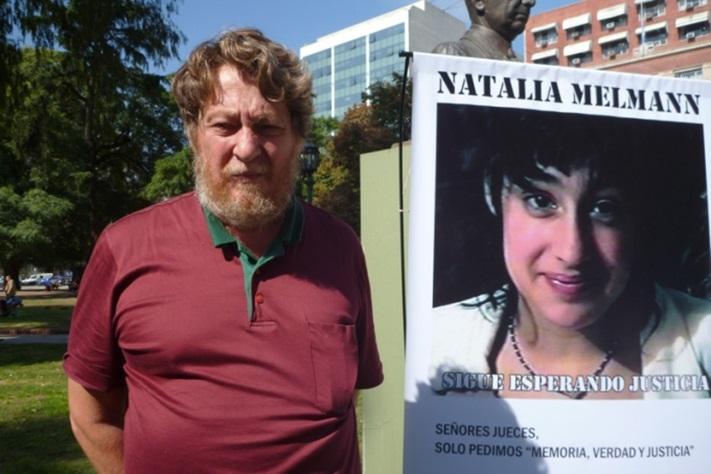 Familiares de Natalia Melmann se movilizaron a la sede de los Tribunales de Casación