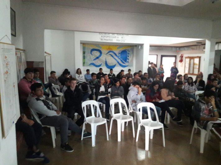 """Miramar: Charla de Medio Ambiente en la Escuela Agraria """"Bernardo Yraizos"""""""