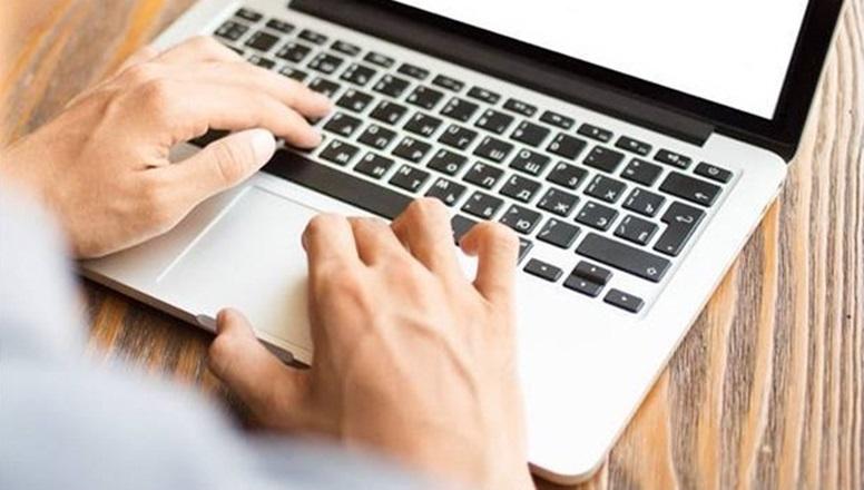 Computadoras para docentes en 36 cuotas: podría extenderse a teletrabajadores y público en general