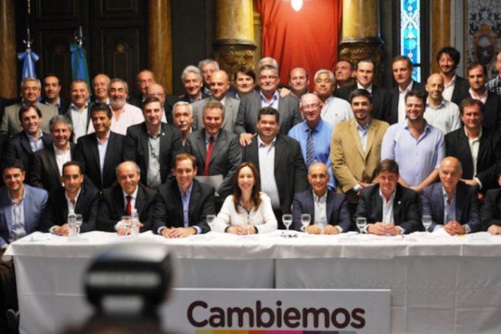 """Hay listas completas de """"candidatos aportantes"""" de Cambiemos de 81 municipios. Figura una lista de Gral Alvarado"""