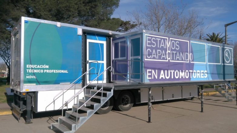 Aula Taller Móvil de Reparación de Autos y Motos en aniversario de Quequén