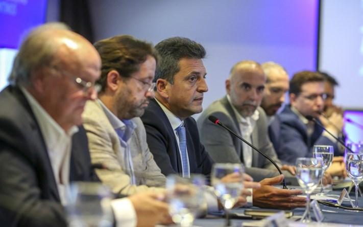 """Massa: """"2 caminos: la visión financiera de Macri o la visión del trabajo y la producción"""""""