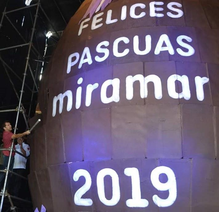 Miramar: miles de personas degustaron del Huevo de Pascuas que rompió el récord mundial
