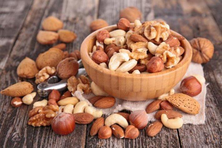 Aleja los problemas cardíacos comiendo frutos secos