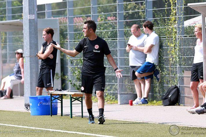 «Tener un plan claro»- entrenador principal Christian Yarussi en una entrevista en un diario alemán