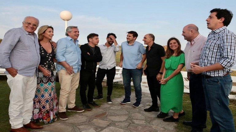 Alberto Fernández llegó a Mar del Plata y se reunió con referentes teatrales