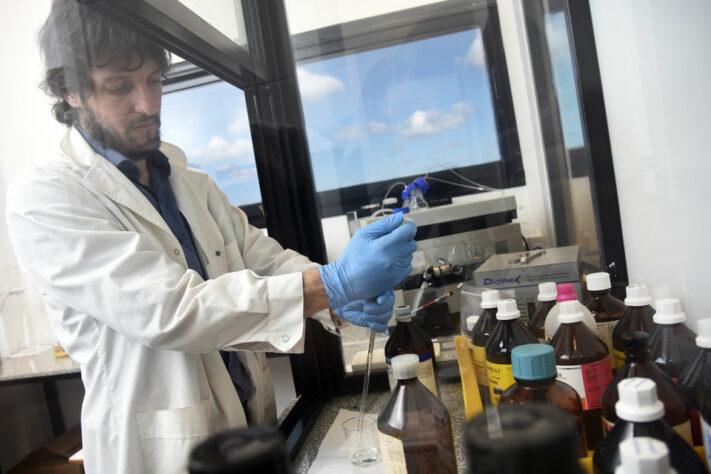 La UNLP trabajará con el laboratorio japonés Eisai en busca de nuevos medicamentos contra el Chagas